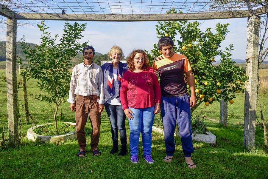 Familia de productores rurales en Los Rosanos